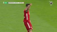 Bayern foran 0-3 efter kæmpe drop af Hradecky - han skal simpelthen have den bold
