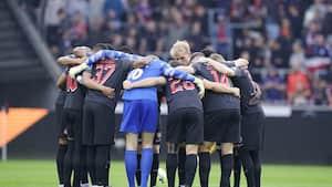 FCM bærer sørgebind mod FCK til ære for Chris Anker Sørensen