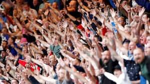 Udvikling: Ti Premier League-klubber får flere fans på stadion fra næste uge