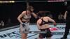 De er HELT færdige: Udmattede UFC-kvinder er lige ved at falde om af træthed - se det her