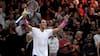 'Det er jo helt vanvittigt' - Nadal laver magisk slag mellem benene, og så går kommentator amok