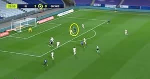 Kasper Dolberg strækker sig og scorer 1-1-målet for Nice