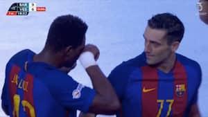 Ups: Lazarov stikker Barca-holdkammerat en knytnæve i øjet