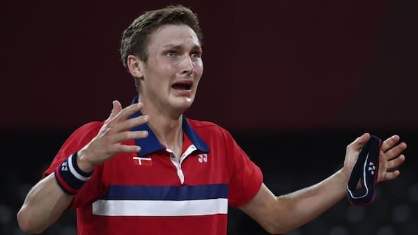 Fuldkommen suveræn Viktor Axelsen leverer magtdemonstration og vinder OL-guld