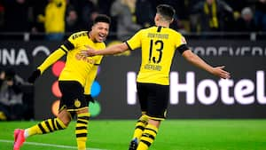 Dortmund yderligere foran: Jadon Sancho med slangehug til 3-0