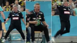 Vildt raseri: Nikolaj Jacobsen går fuldstændig bananas og skråler vreden ud på sidelinjen