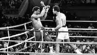 Sportens store øjeblikke: Da Ali slog den ubesejrede storfavorit i Foreman i 'Rumble in the Jungle' i 1974