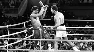 Sportens store øjeblikke: Da Ali slog den ubesejrede storfavorit i Foreman i 'Rumble in the Jungle' i 1974