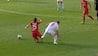 DIREKTE RØDT: Angriber smadrer Leverkusen-spillers ankel - VAR sikrer korrekt udvisning