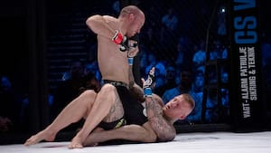 Intens fight: Se Mark O. Madsen dominere Patrick Nielsen – men bokseren når at imponere