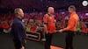 11.000 fans bryder ud i sang: Rotterdam i rørende hyldest til dartlegende