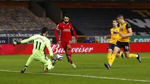 Wolverhampton-målmand har slået hovedet og må bæres fra banen efter 15 minutters behandling