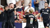 Årets mål? Wayne Rooney scorer KLASSE KASSE fra egen banehalvdel