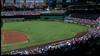 Her overværer 38.000 tilskuere baseball-kamp i USA