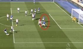 Spurs reddet: Leicester får skrabet bolden i nettet efter kæmpe drop - men VAR-dommerne kalder offside
