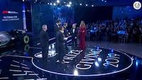 Tom K. introducerer – Her får Hamilton overrakt VM-trofæet