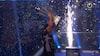 Her løfter Price VM-trofæet: 'Jeg har aldrig følt sådan et pres i mit liv'