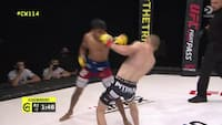 Smækker modstanderens hoved i gulvet - se engelsk supertalent debutere i Cage Warriors med flot sejr