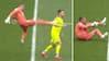 Absurd: Rangers-målmand stempler modstander i luften - smider sig ned og simulerer skade