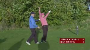 What! Golfkommentator imponerer i 14 Club Challenge og rammer greenen med putter