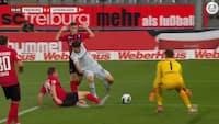 MÅL! Leverkusens megatalent sælger sig selv - får prikket bolden i rusen til 1-0