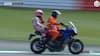 Så du det? MotoGP-verdensmester løber tør efter Silverstone-løb - får lift til pitten