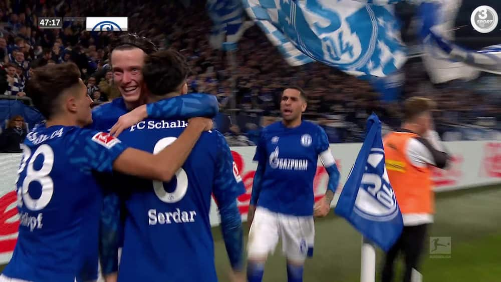 Langskudsmål og kontrastød i særklasse: Schalke udspiller Gladbach i forårspremiere - se målene her