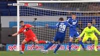 Knastørt hug! Robert Skov scorer igen for Hoffenheim - se hans udligning mod Augsburg her