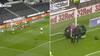 Skrækkeligt uheld: Derby-angriber smadrer direkte ind i stolpen