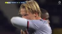 Kasper Dolberg viser farten og trækker rødt kort i tæt duel - se situationen her
