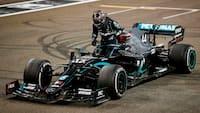 Lewis Hamilton forklarer årsag bag ét-årig kontrakt