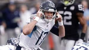 Titans-quarterback kaster interception - men leverer selv flyvende tackling for at forhindre touchdown