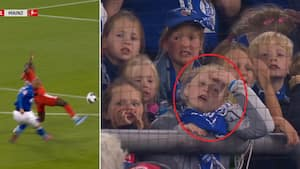 Hård type! Schalke-angriber brænder - se ung piges geniale reaktion