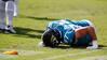 Han falder sammen som en dukke: Brutal kollision sender Jax-spiller i jorden