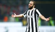 Higuains jubilæumsmål sender Juventus mod sejr over Milan - se dem begge her