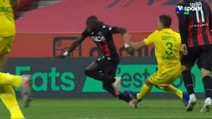 Hurtig badebillet: Nantes-spiller laver grov svinestreg efter 80 sekunder af kampen og får direkte rødt