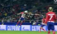 Får direkte RØDT for kung-fu-tackling på Atlético-stjerne: Se den vilde episode her