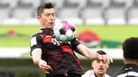 Lewandowski tangerer rekord, Schalke vinder målfest - se alle lørdagens 20 mål i Bundesligaen i ét klip