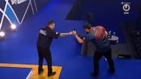 Spænding til det sidste: Tidligere verdensmester kæmper sig videre
