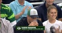 Aaron Rodgers med YNKELIG præstation i fadølschallenge mod Packers-kammerat