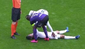 Uhyggelige tv-billeder: Lyon-spiller kollapser på banen