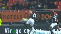 Hvor er det overlegent - scorer ukendt Ligue 2-forsvarer lige ÅRETS MÅL her?