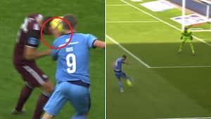 Emil Riis gør det igen: Skubber bolden forbi FCK'er med hånden - men brænder på det skammeligste!
