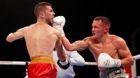 De siger, han ikke kan slå hårdt - men i nat leverede engelsk stjerne suveræn KO i VM-kamp