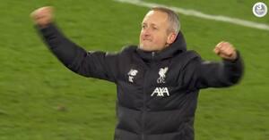 Det så du ikke på tv: Liverpools teenagere og Klopps vikar gik æresrunde på Anfield efter FA Cup-triumf