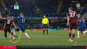 'Så hvis man ikke rører bolden, så må man gerne blive sparket ned?': Grønkjær og Jørgensen diskuterer muligt Chelsea-straffe