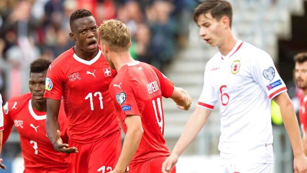 Schweiz haler ind på Danmark med forventet hjemmesejr