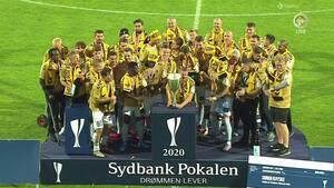 Historisk øjeblik: Her løfter SønderjyskE pokalen for første gang nogensinde