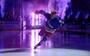 Svensk stjerne bliver til grin før NHL-premiere - falder på isen under præsentationen