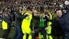 VANVITTIGE SCENER: Celtic-kaptajn bliver matchvinder i sidste minut, og så bliver han smidt ud efter tilskuer-invasion